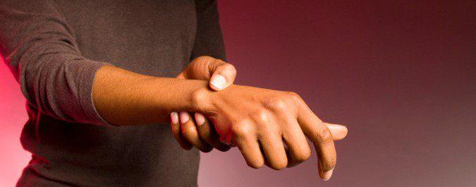 El dolor articular es un síntoma común del lupus