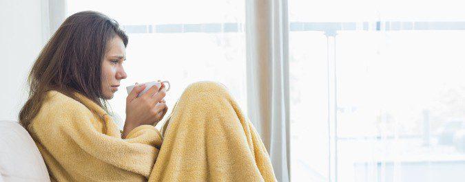 El reposo y la ingesta de líquidos son parte del tratamiento de la gripe