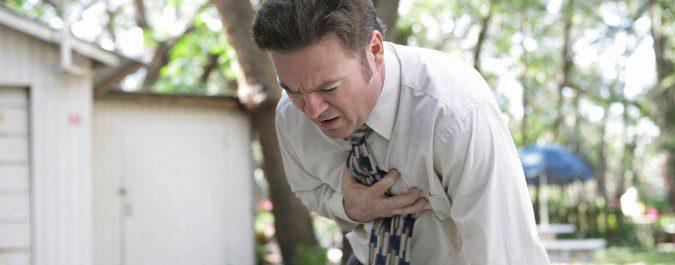 La persona que sufre un infarto empieza a notar dolor en el pacho y brazo izquierdo