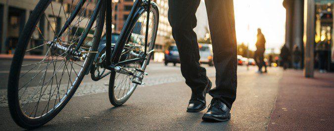 No es necesario apuntarse a un gimnasio, con optar más por caminar o andar en bicicleta que en coche basta
