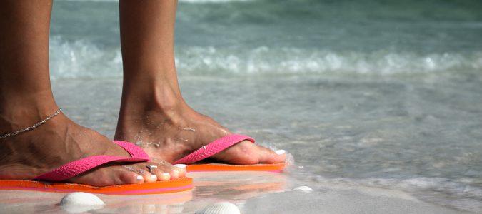 El hecho de que sea un calzado tan plano, lo hace perjudicial para nuestros pies