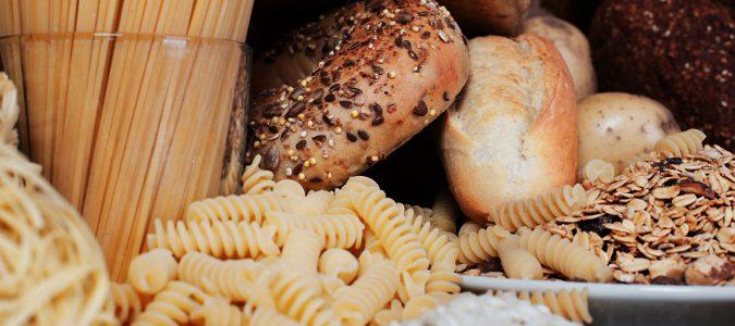 En la cetosis se suprimen los carbohidratos de la dieta.