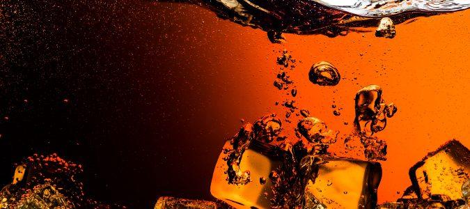 Cafeína, mucha azúcar, gas y nuez de cola son algunos de sus ingredientes