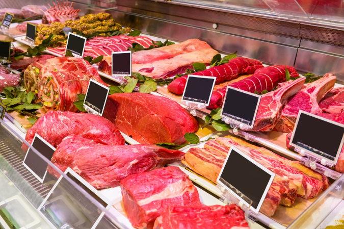La carne roja aporta proteínas  hierro, esenciales para el buen crecimiento de las uñas