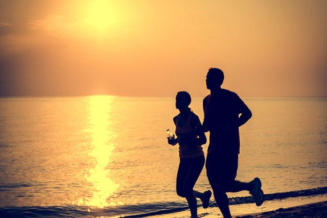 El ejercicio libera endorfinas que calmarán la ansiedad por no comer azúcar