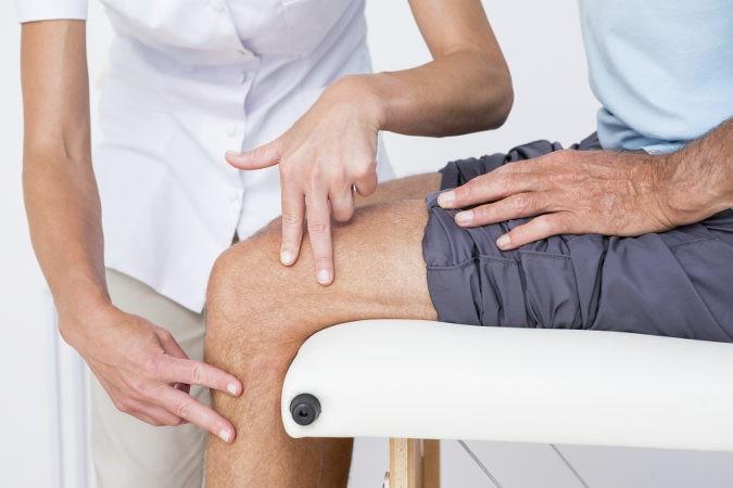 Una visita al fisioterapeuta puede aliviar en gran medida el dolor que produce esta enfermedad