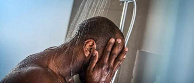 El exceso de jabón puede dañar el manto lípido natural de nuestra piel, lo que nos hace más vulnerable a virus y bacterias