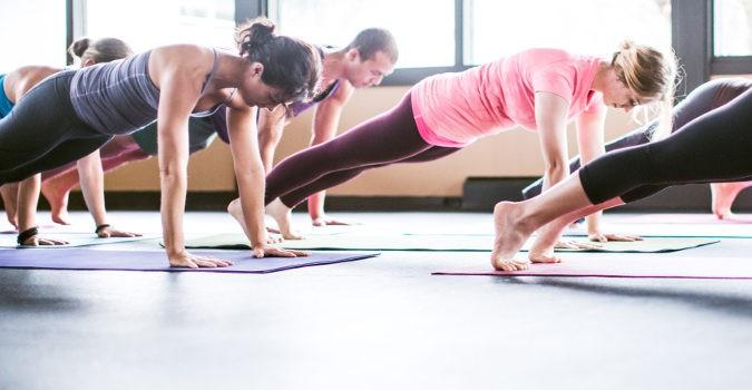 El yoga y el pilates son deportes que nos ayudan a mantenernos relajados