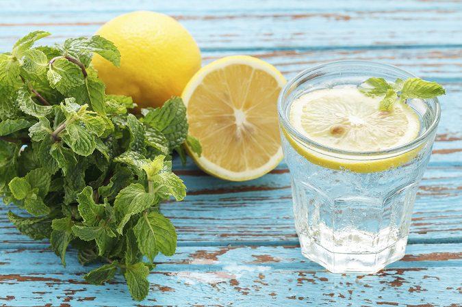 El agua con limón es beneficioso para tu salud