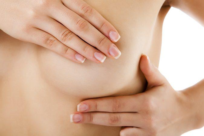 Un riesgo de la mamoplastia es sufrir infecciones