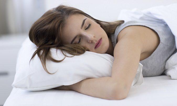 Dormir del lado izquierdo ayuda a que la sangre recorra mejor nuestro cuerpo