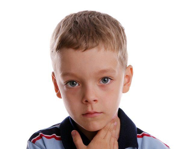 El dolor de garganta es uno de los males más comunes en los niños