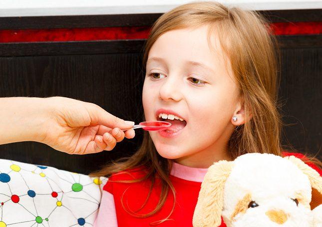 los niños deben beber mucho líquido con el fin de eliminar el exceso de mucosidad