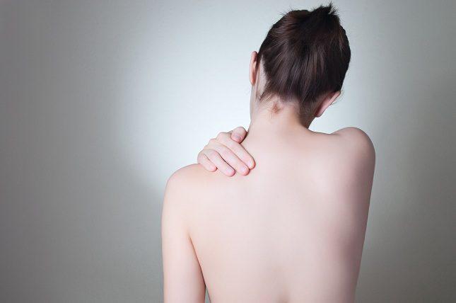 En los casos más extremos se produce la aparición de ampollas en la piel del afectado