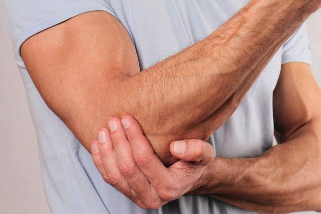 Para diagnosticar la epicondilitis o codo de tenista, tu médico deberá examinarte a fondo