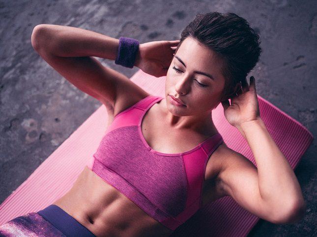 Los abdominales ayudan a reforzar la parte delantera del cuerpo