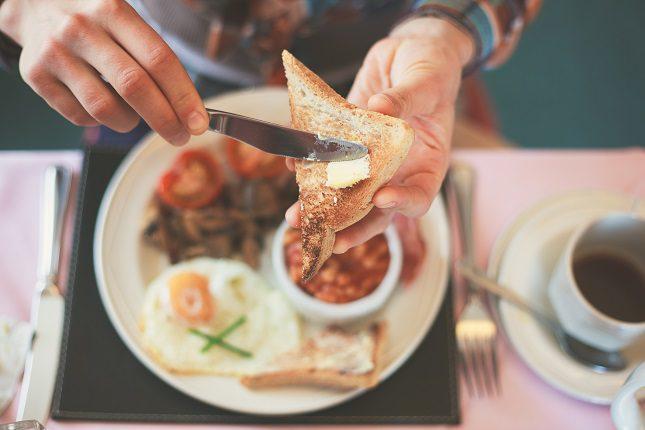 Nada de tomar salchichón o chorizo en el desayuno