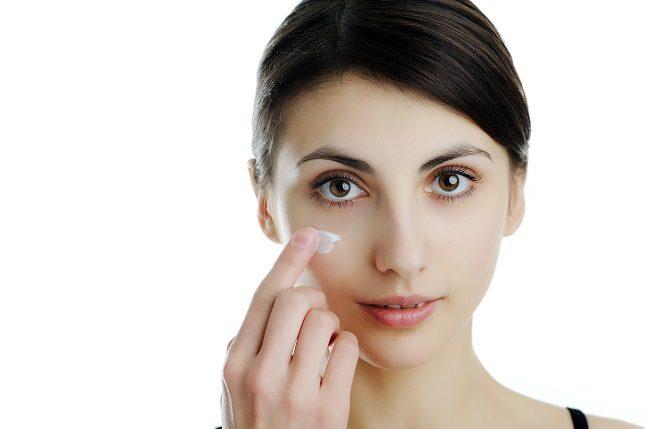 Hay muchas cremas que ayudan a reducir las bolsas de los ojos