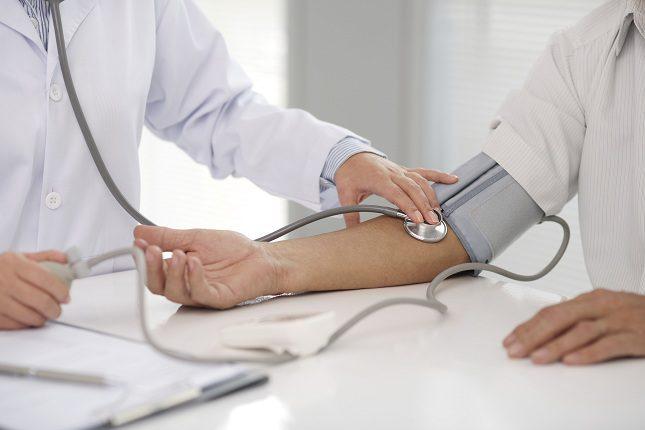 Para tener una buena presión arterial, la presión sistólica no deberá superar los 120 mm y la diastólica deberá estar por debajo de los 90 mm