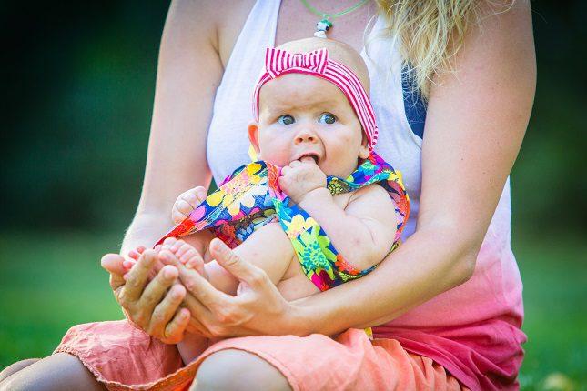 Si tú bebe ya puede comer alimentos sólidos, debes reducir aquellos que favorezcan el estreñimiento