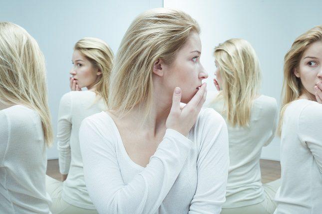 Las personas con trastorno esquizoide de la personalidad se muestran <b>solitarias y aisladas del ámbito social