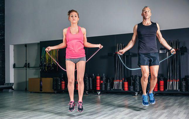 Saltar a la cuerda puede hacer que quemes calorías más rápido de lo que te imaginas