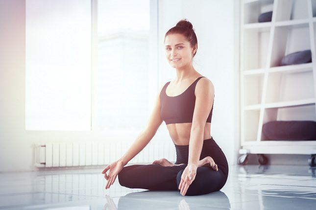 Las posturas de relajación y estiramiento serán probablemente las que mejor nos ayudarán a aliviar el dolor menstrual