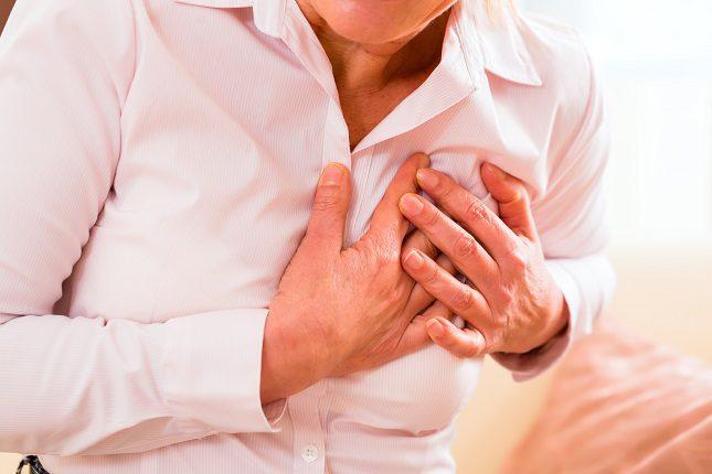 El síntoma más claro y habitual del infarto es un fuerte dolor en la zona del tórax