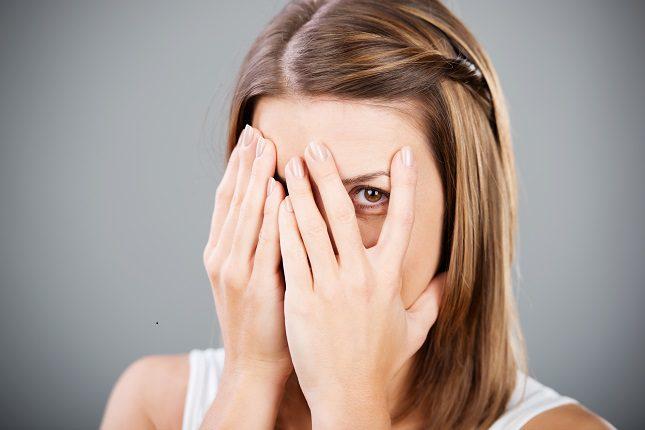 La fobia social es un fuerte miedo hacia situaciones en las que la persona debe interactuar con otras personas de su alrededor