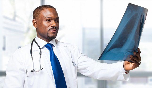 Los motivos por los cuales una persona suele someterse a una broncoscopia son variados