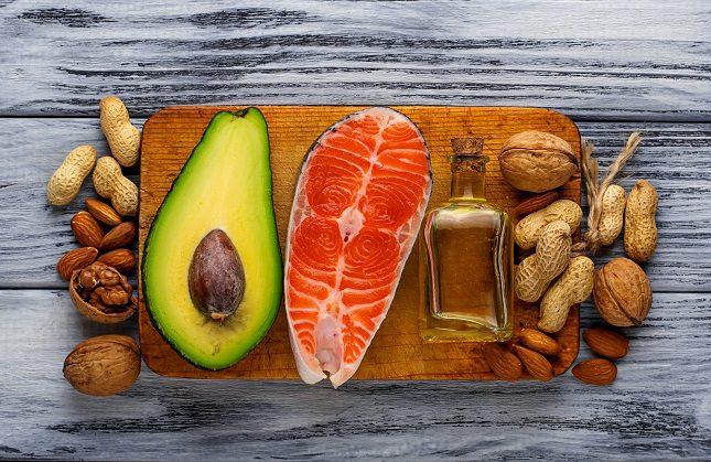 Los dos principales tipos de grasas no saturadas son las grasas monoinsaturadas y las grasas poliinsaturadas