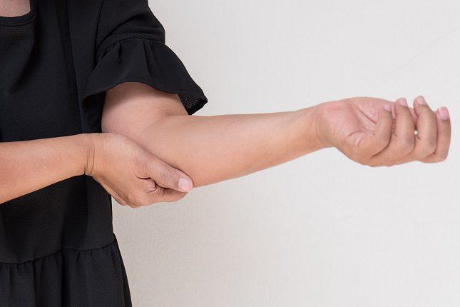 Existen varios síntomas que pueden determinar que padeces reuma en los huesos