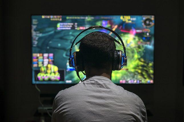 No se puede considerar como adicto a una persona que aunque jugando muchas horas al día