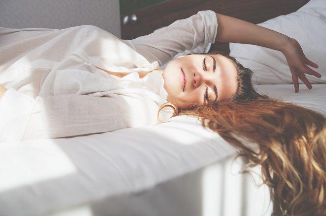 Las personas dormimos mejor en la oscuridad
