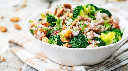 Cómo debes comer una ensalada para bajar de peso