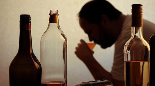 Señales que te indican que bebes demasiado alcohol