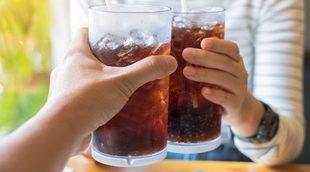 Beber refrescos de cola es bueno para el medio ambiente: así devuelve a la naturaleza el agua que consume