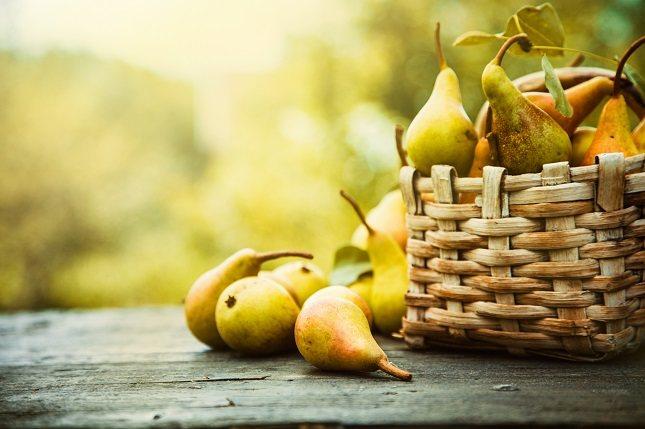 El nutriente que está más presente en la piel de la fruta es la fibra