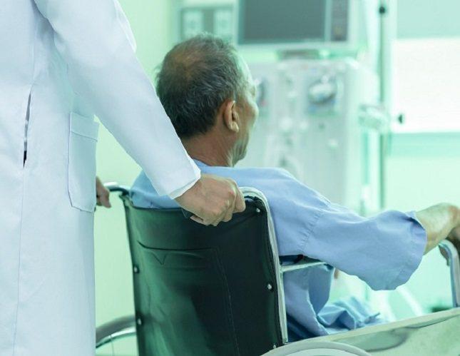 La bacteria puede propagarse a los órganos cercanos, como la vejiga y los riñones, causando infección