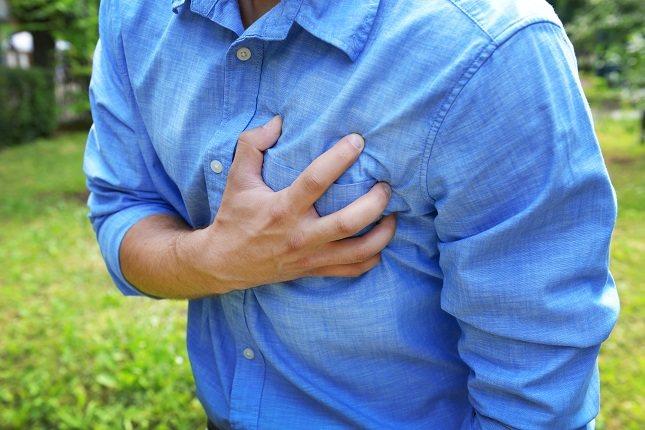 Un latido cardíaco rápido o anormal podría ser una indicación de que tienes una arteria bloqueada dentro de tu corazón