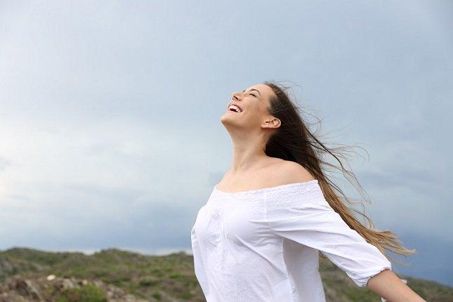 Algunas personas que experimentan emociones negativas pueden recurrir a comportamientos poco saludables