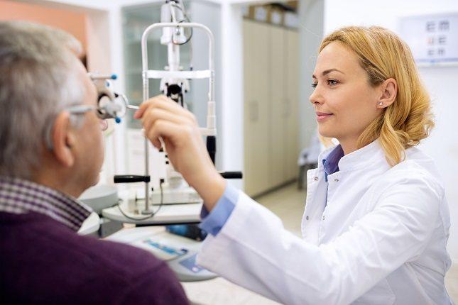 Las personas rara vez pierden toda su visión debido a la degeneración macular relacionada con la edad