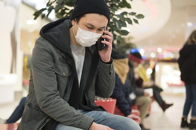 El virus provoca una respuesta anómala del organismo que puede ser grave