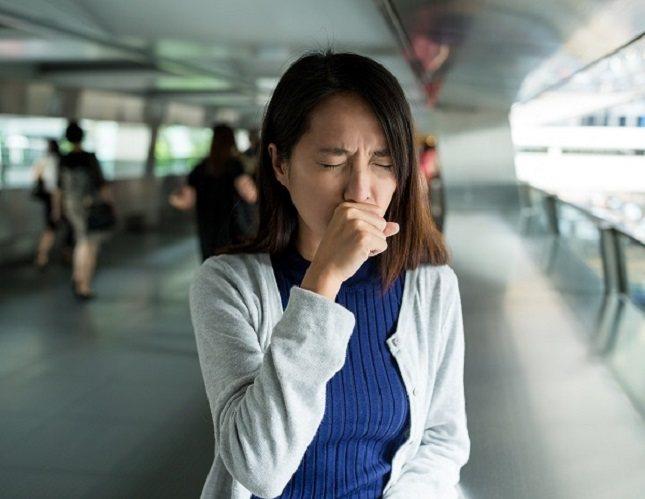 Durante la primera fase, el virus ataca rápidamente las células pulmonares