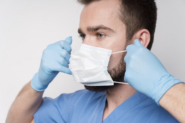 Después del uso de la mascarilla, es aconsejable el limpiar bien la zona afectada mediante un poco de agua micelar