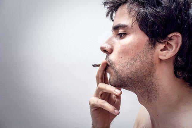 Los tres elementos principales del tabaco </p><p>son la nicotina, el alquitrán y el monóxido de carbono