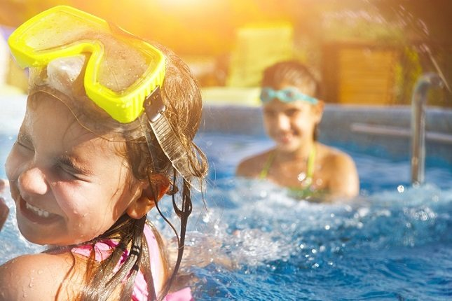 Es muy rara la persona que puede llegar a sufrir una alergia a causa del cloro presente en la piscina