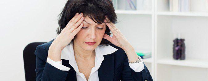 Los dolores de cabeza son una señal común de la menopausia