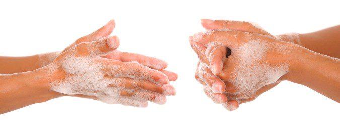 Lavarnos las manos puede ayudarnos a prevenir contagios de gripe y resfriado