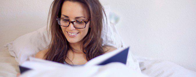Leer antes de dormir ayuda a conciliar el sueño
